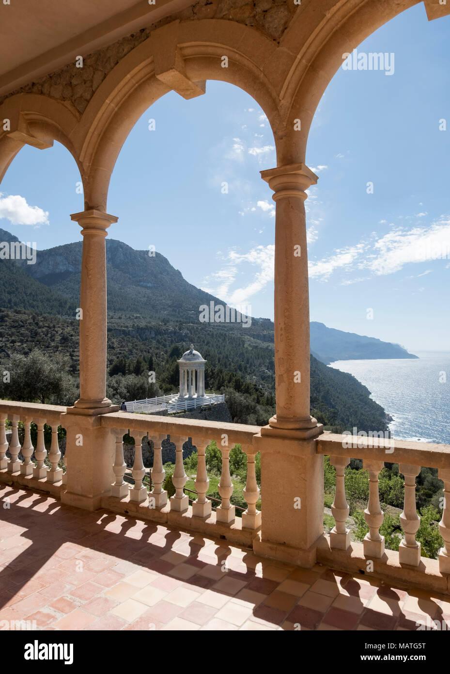 Mallorca, Finca Son Marriog bei Valldemossa, Blick von der Terrasse auf den Marmorpavillon Stockbild