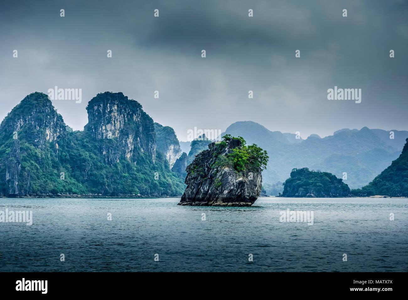 Asien, Vietnam, Quang Ninh Provinz, Halong-Bucht Stockbild