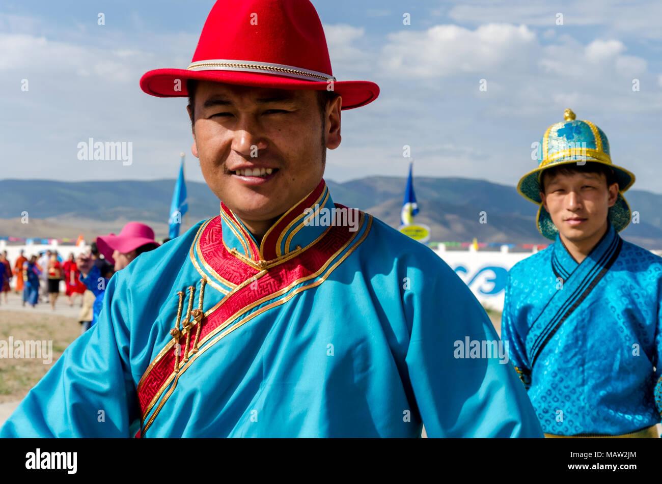 Trachten auf dem naadam Festival Eröffnung, Murun, Mongolei Stockbild