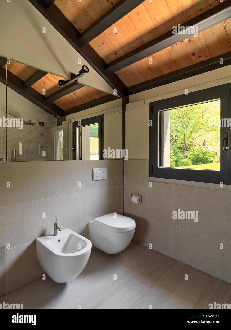 Interieur Aufnahmen von einem modernen Bad, im Vordergrund die ...