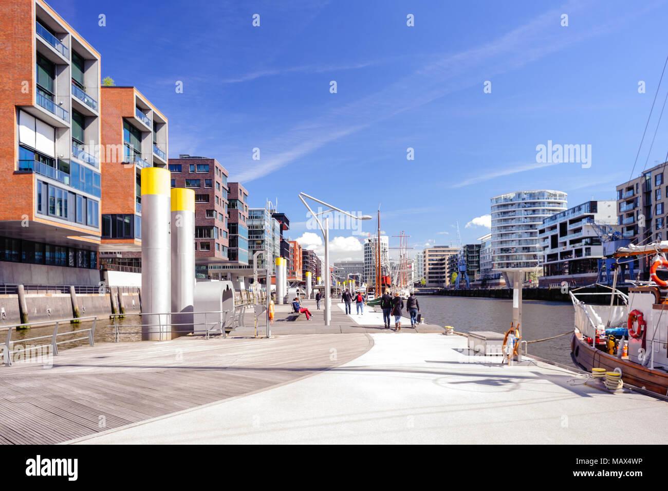 hamburg deutschland 12 april 2014 blick auf ponton einrichtungen sandtorhaven und magellan. Black Bedroom Furniture Sets. Home Design Ideas