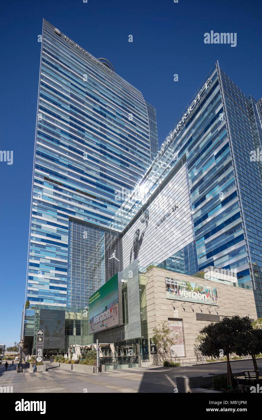 LA Live Turm und JW Marriott Hotel, Nike Jumpman ad, Downtown Los Angeles, Kalifornien, USA Stockfoto