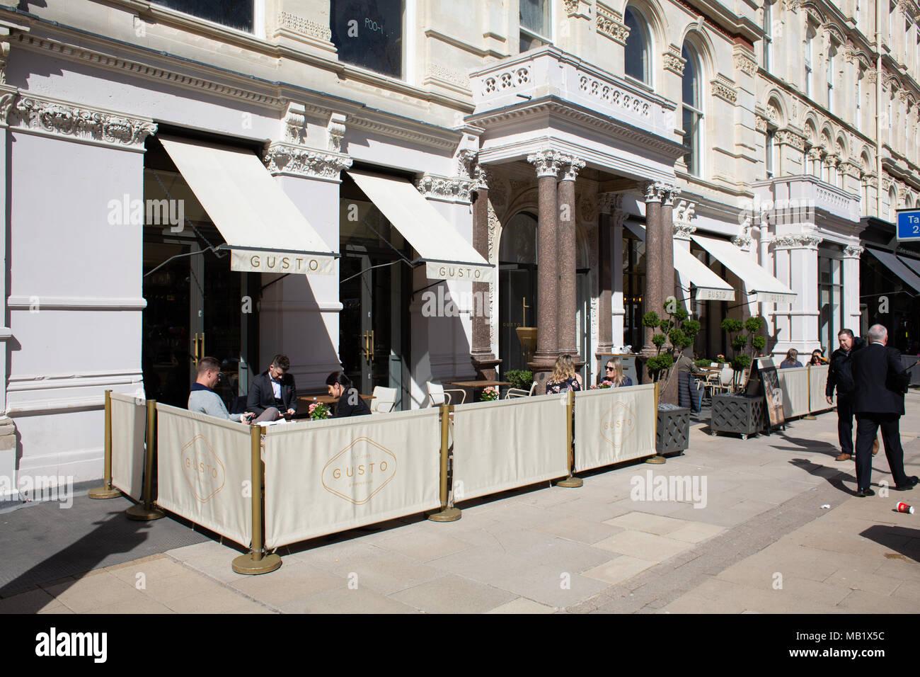 Das Gusto Bar im Grand Hotel Gebäude, Colmore Row, Birmingham City Centre, VEREINIGTES KÖNIGREICH Stockbild