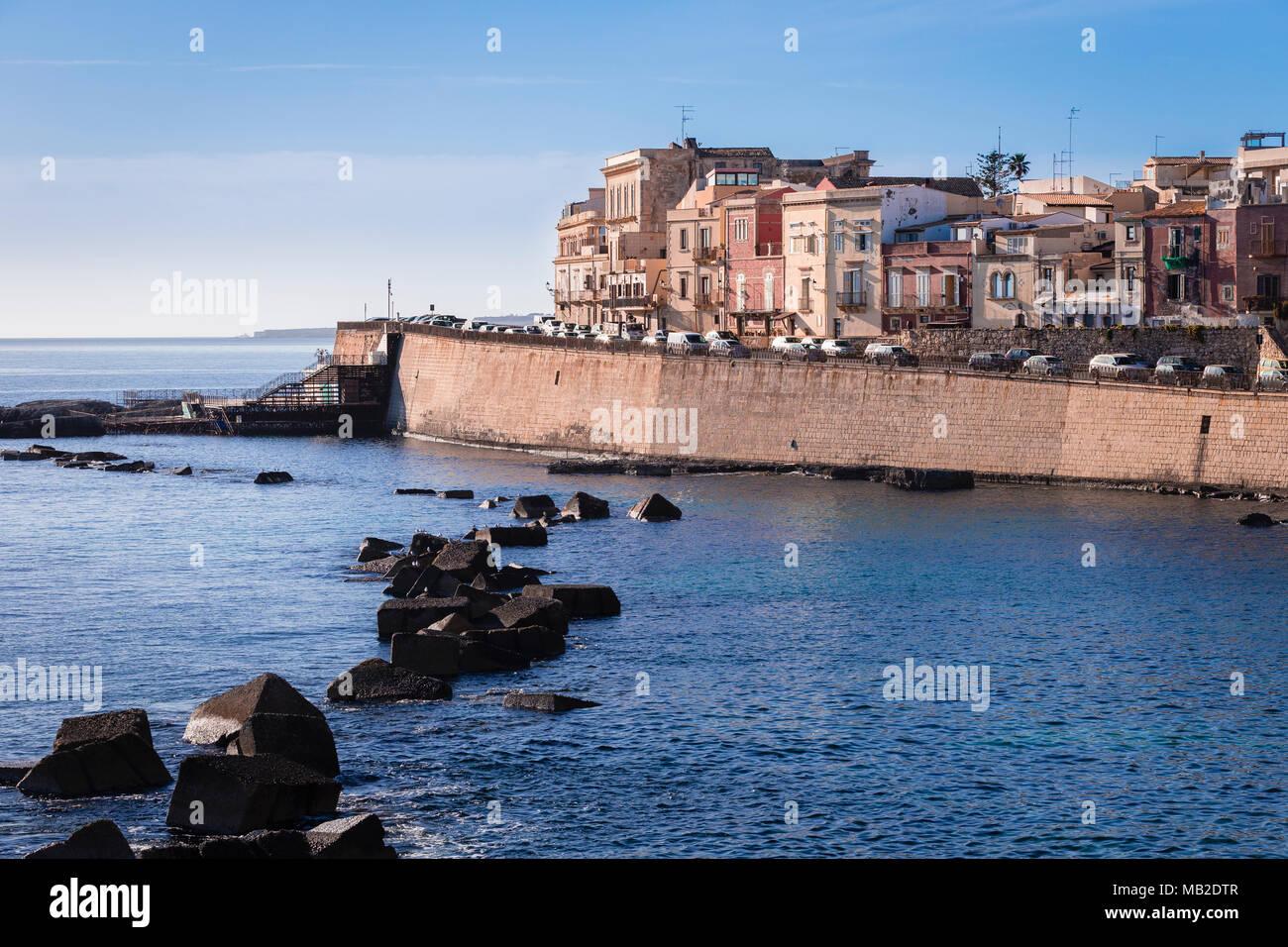 Die östliche Küste von Ortigia, Siracusa, Sicliy. Stockbild