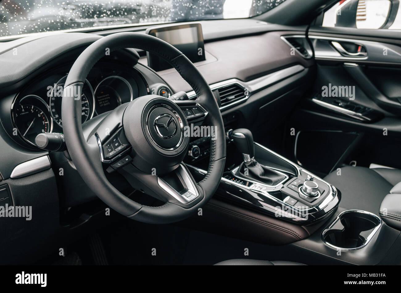minsk wei russland m rz 30 2018 luxus schwarzer innenraum des mazda cx 9 stockfoto bild. Black Bedroom Furniture Sets. Home Design Ideas