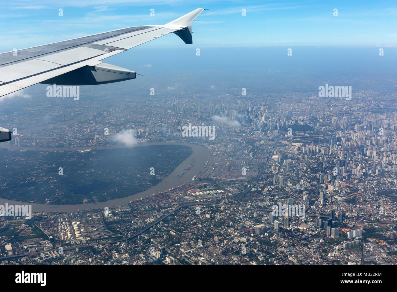Blick Aus Dem Flugzeug Mit Flügel Auf Stadtzentrum Luftaufnahme