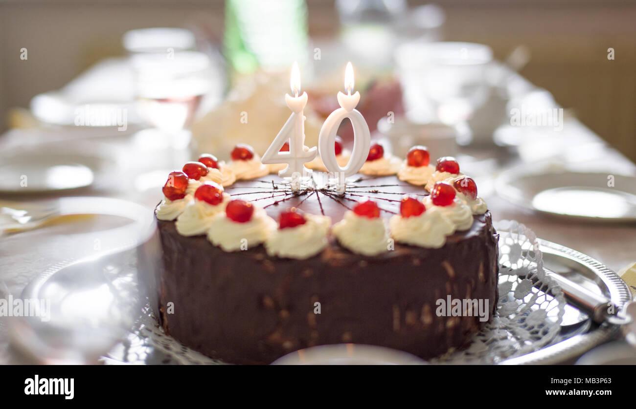 Happy 40th Birthday Cake Mit Kerzen Auf Dem Tisch