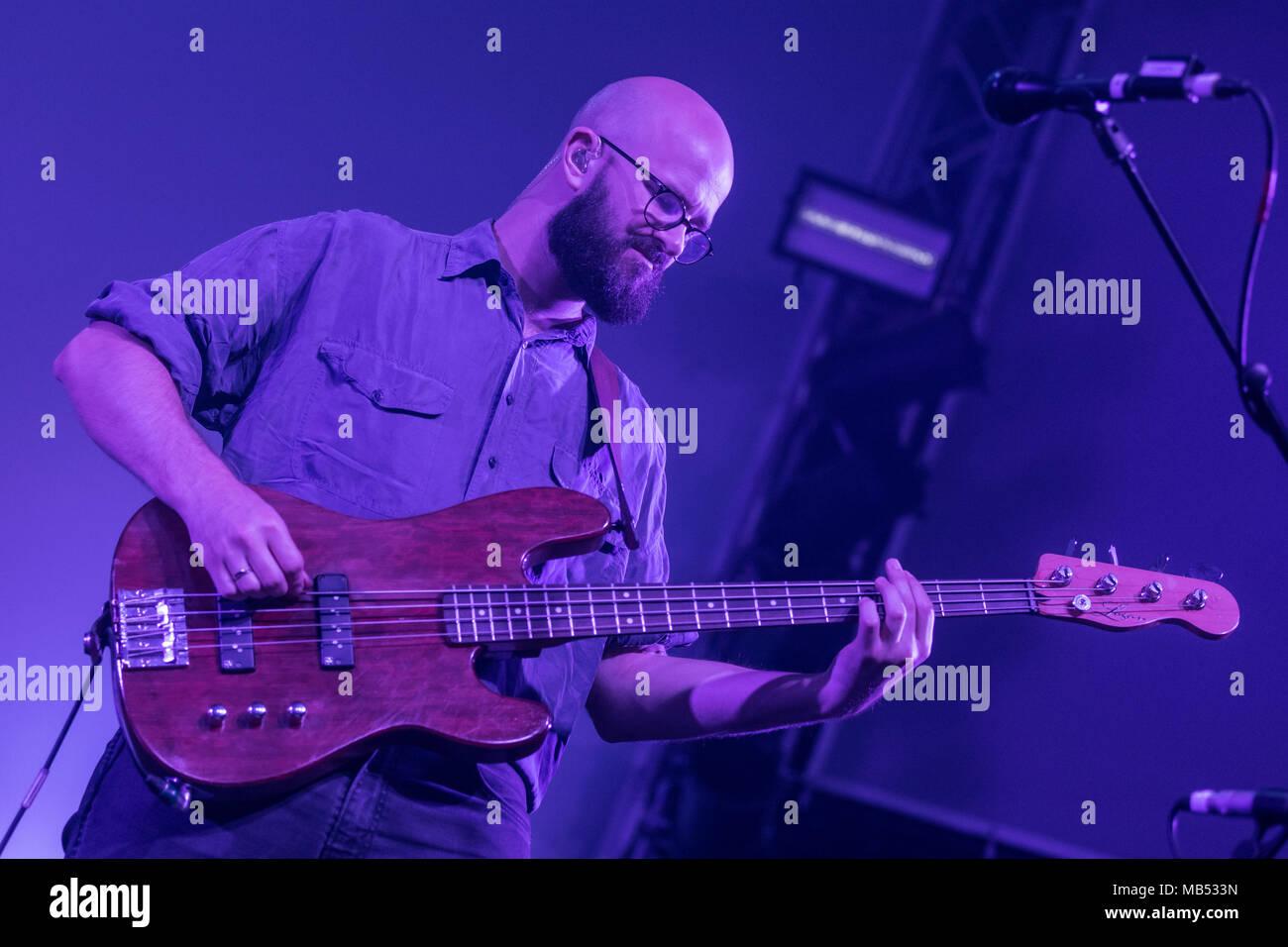 Die englische Alternative Rock Band Weiß liegt mit Frontmann Harry McVeigh live bei der 25 Blue Balls Festival in Luzern Stockbild