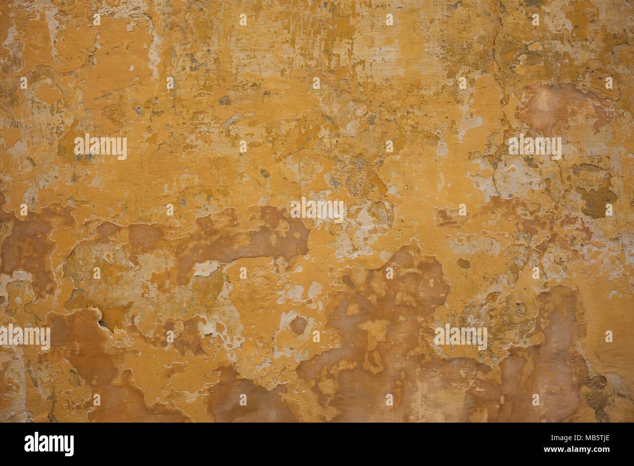 Verwitterte gelb verputzte und gestrichene Wand Hintergrund ...