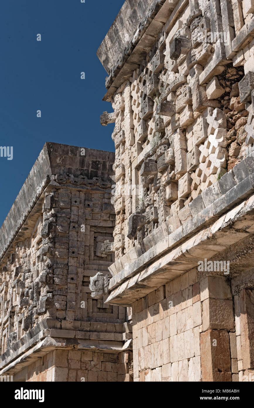 Details der Maya puuc Architektur Stil in den Ruinen von Uxmal, Mexiko Stockbild