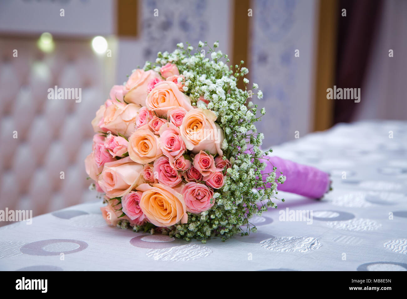 Brautstrauss Mit Orange Und Rosa Rosen Unterschiedlicher Grosse Mit