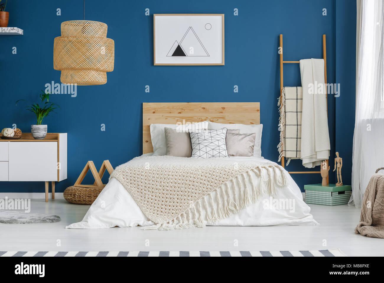 Gestrickte Decke Auf Holz  Bett Im Blauen Schlafzimmer Innenraum Mit Poster  An Der Wand Und Lampe