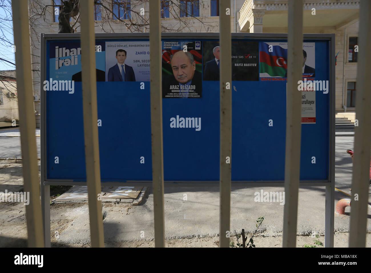 Wahlkampf Plakate Förderung der amtierende Präsident Ilham Alijew, Präsidenten und andere Präsidentschaftskandidaten; Aserbaidschan ist die Präsidentschaftswahlen vom 11. April 2018 zu halten. Credit: Aziz Karimov/Alamy leben Nachrichten Stockbild