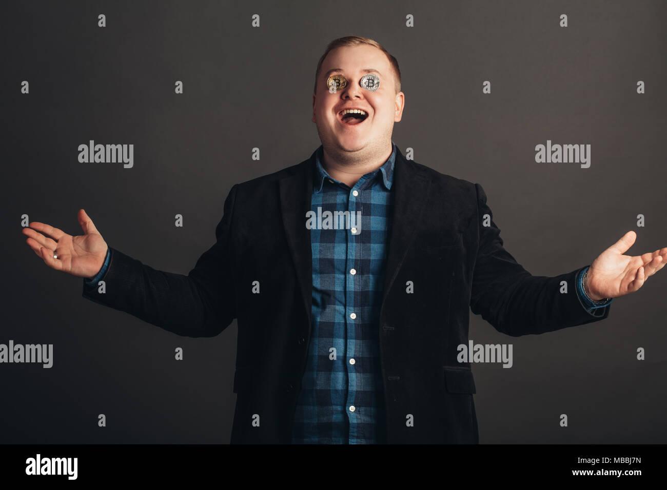Fett Feiern Mann Verrückt Gesicht Machen Verrückt Bitcoin Liebhaber
