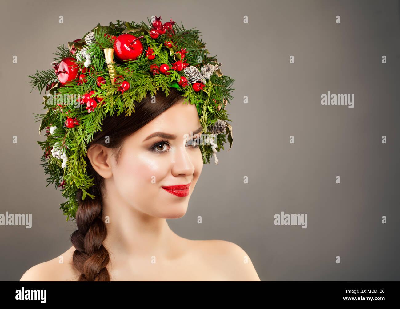 Weihnachten Frau Mit Xmas Tree Kranz Make Up Und Frisur Zopf Auf