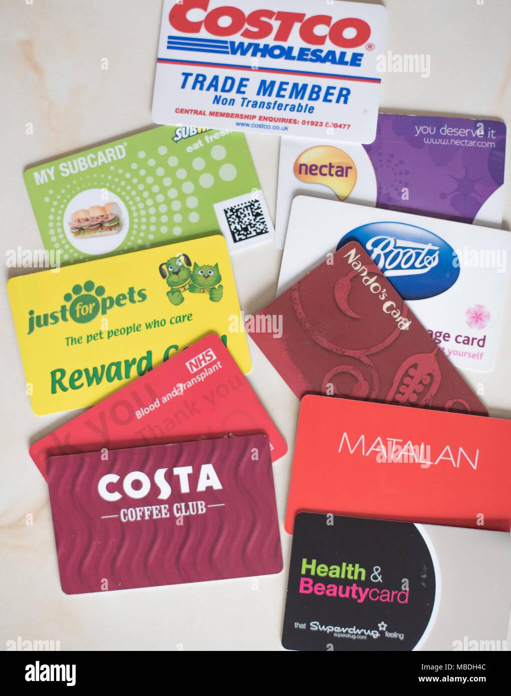 Ein Haufen von store Belohnung Karten für Großbritannien, grundsätzlich kostenlos Geld, wenn Punkte über einen gewissen Zeitraum gesammelt werden Stockbild
