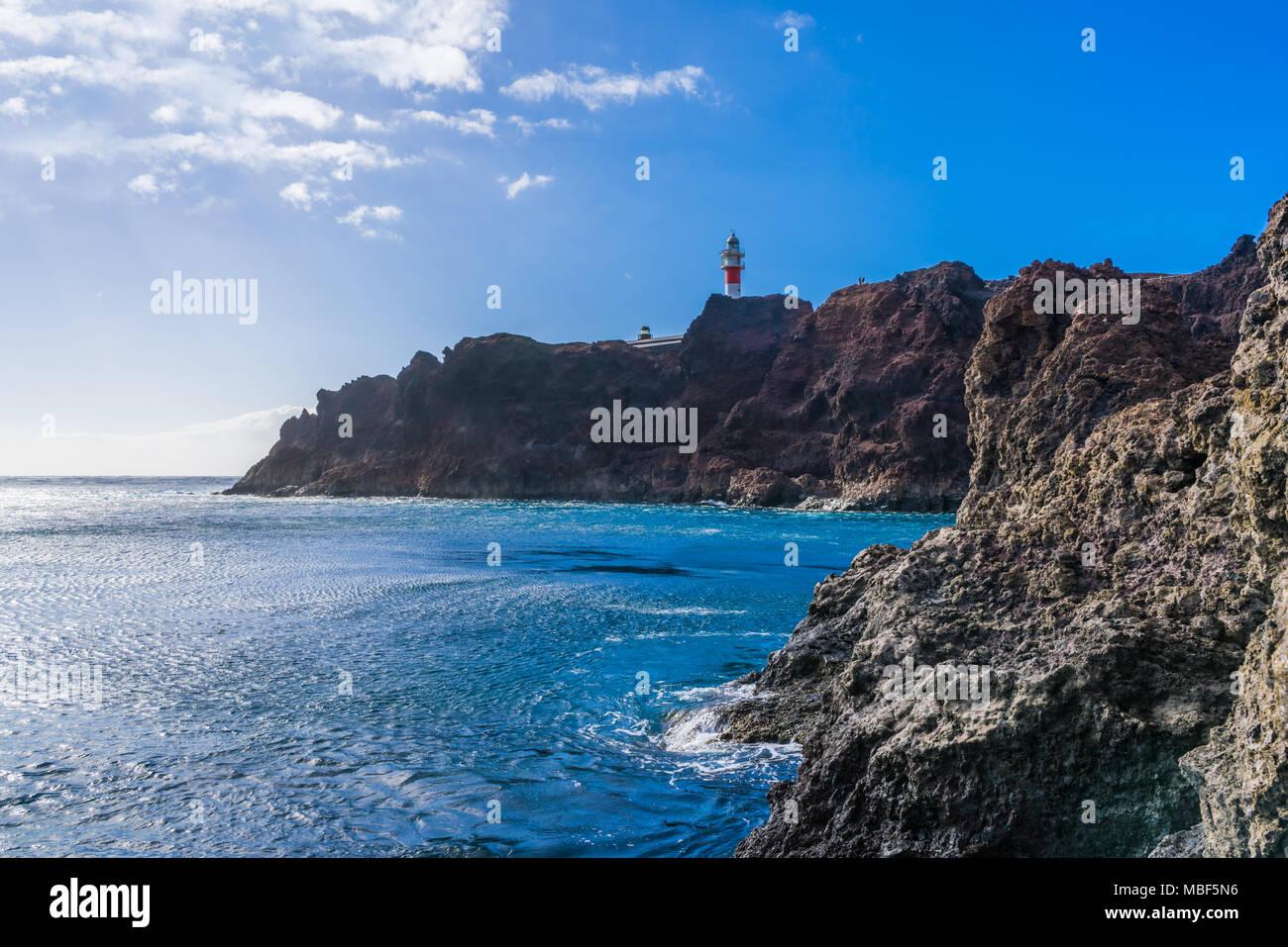 Blick auf Meer und Punta Teno Leuchtturm, Teneriffa, Kanarische Inseln Stockfoto