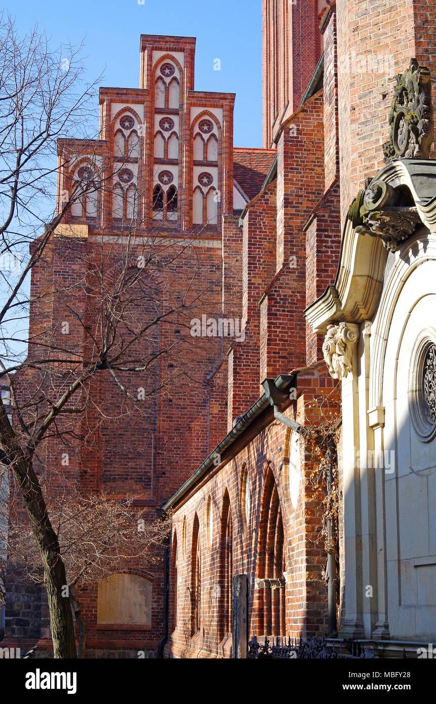 Die Nikolaikirche, Kirche des Hl. Nikolaus, Berlins Älteste, umgebaut, die in den 1980er Jahren nach schweren Kriegsschäden, jetzt einen Konzertsaal & Skulptur Museum Stockbild
