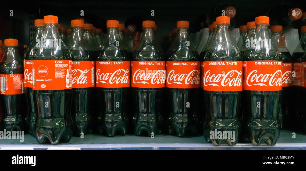 Amerikanischer Kühlschrank Coca Cola : Mit diesem automaten kann jeder coca cola selbst machen