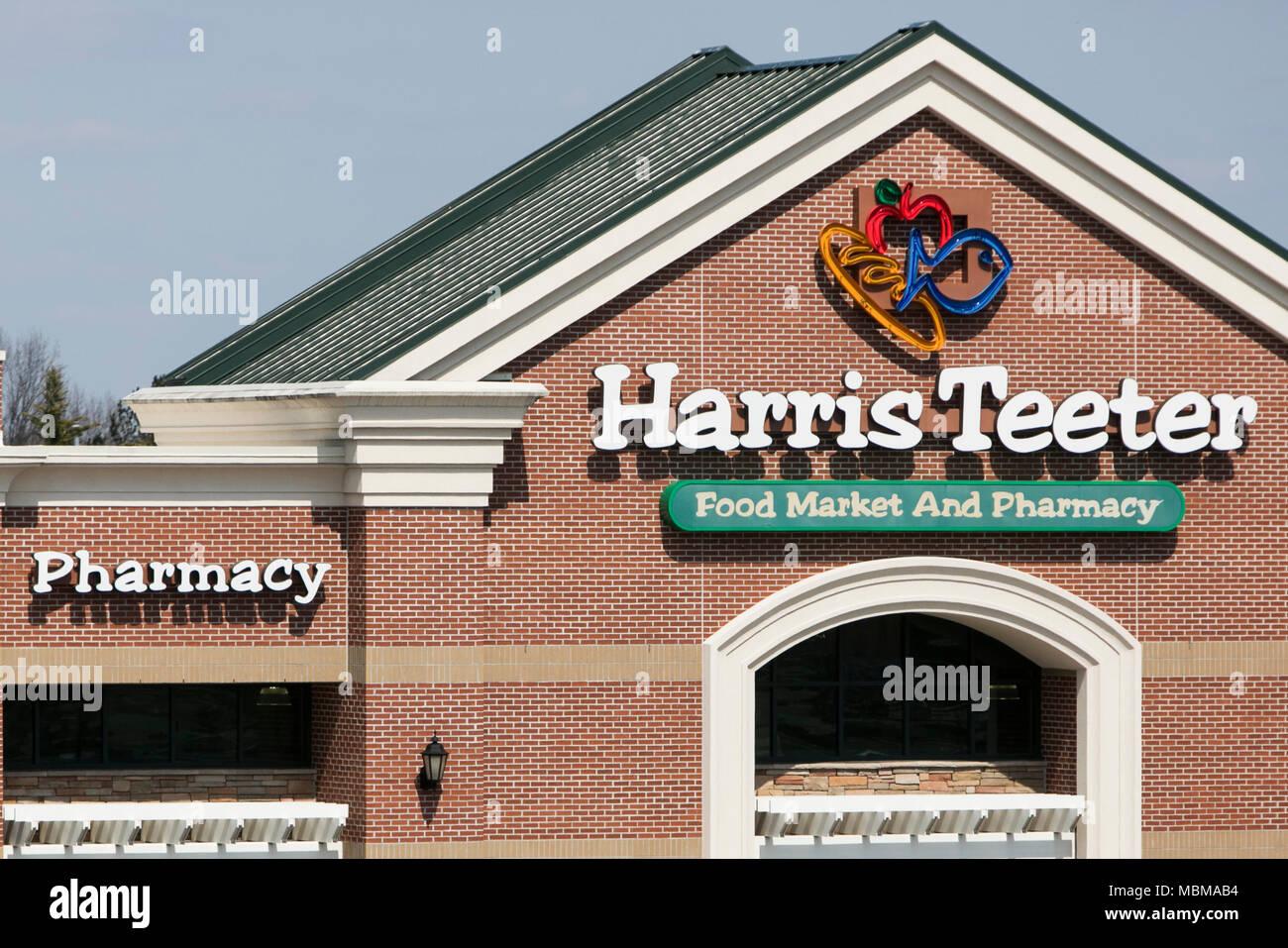 Ein Logo Zeichen Außerhalb Eines Harris Teeter Grocery Store In