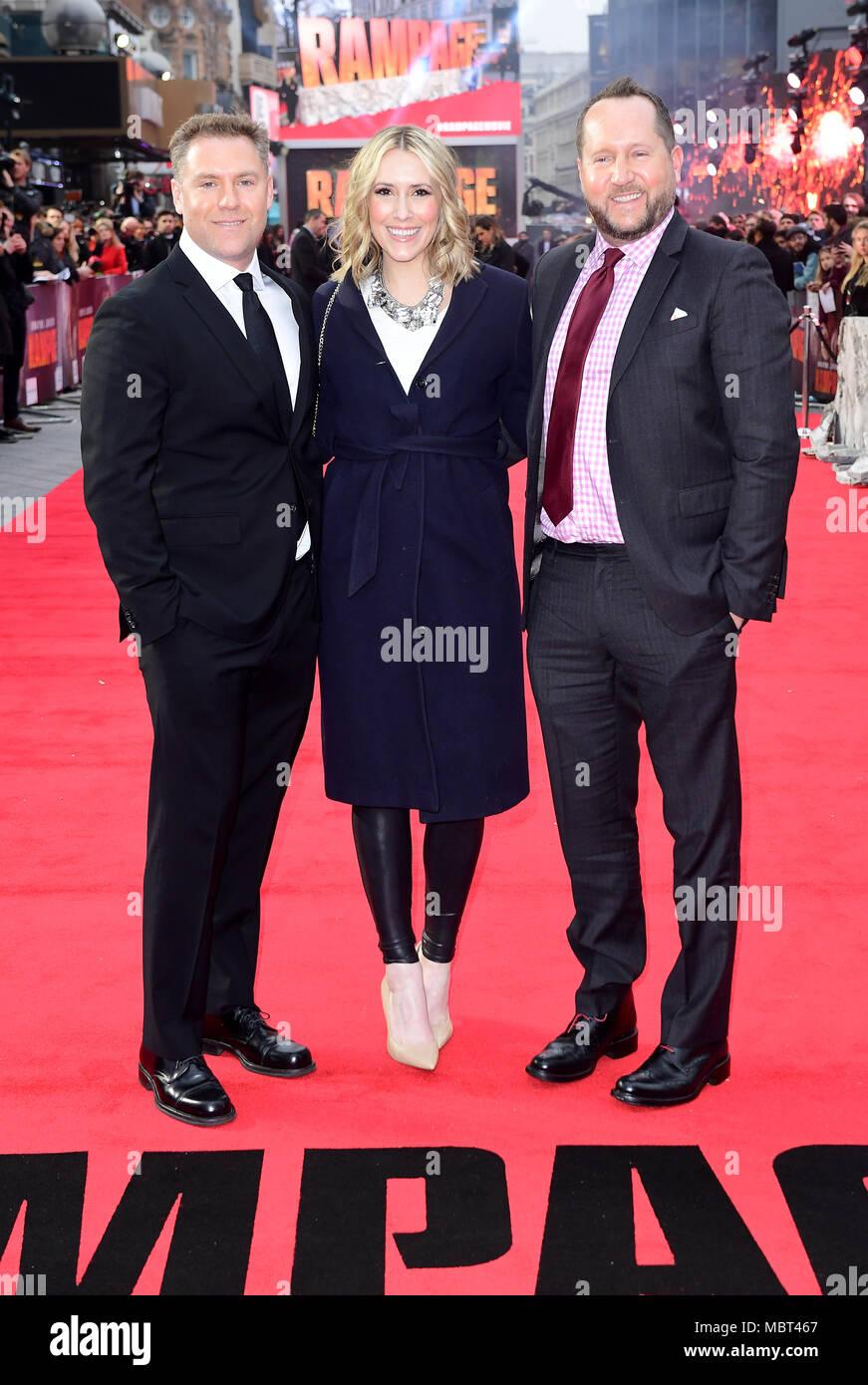 Hersteller John Rickard, Wendy Jacobson und Beau Flynn an die Europäische Premiere von Rampage, im Cineworld in Leicester Square, London Stockbild