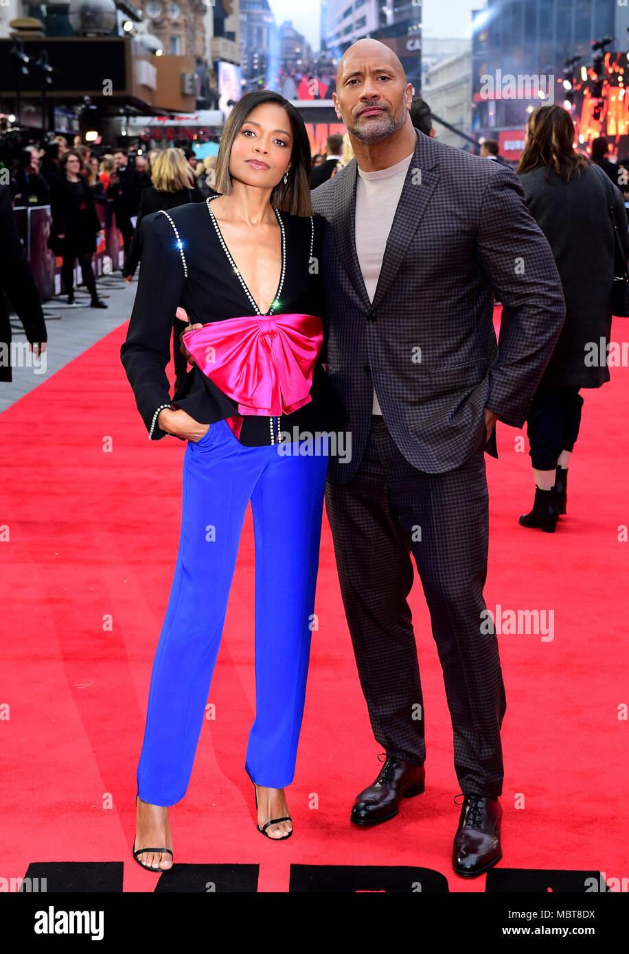 Naomie Harris und Dwayne Johnson die Teilnahme an der Europäischen Uraufführung von Rampage, im Cineworld in Leicester Square, London Stockbild