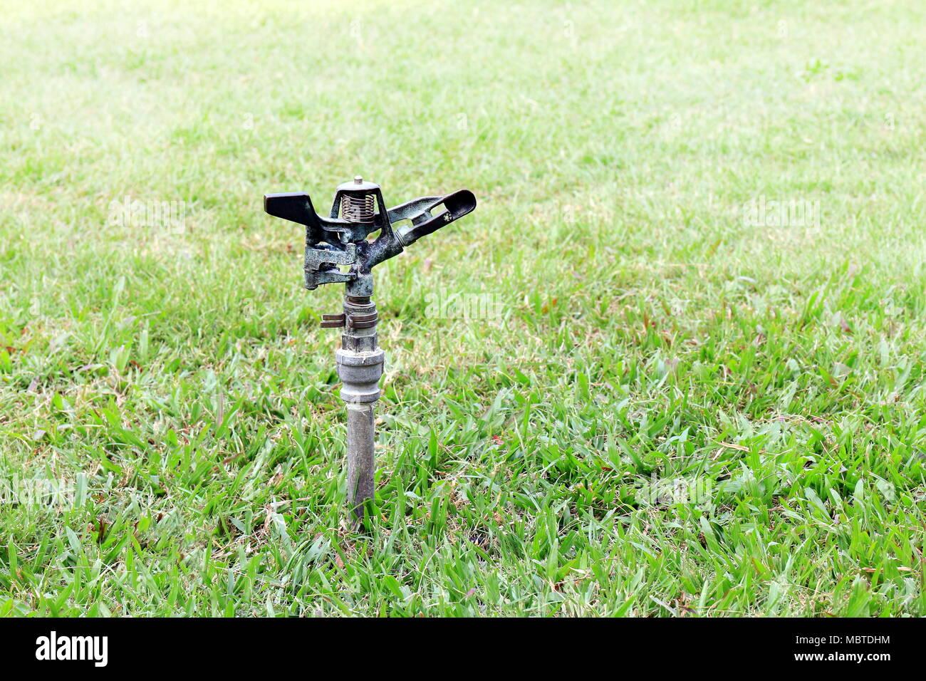 Alte Sprinkleranlage Wasser Automatische Bewasserung Im Garten Fur