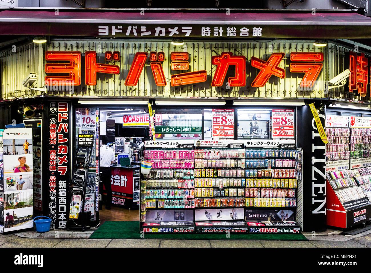 Tokio, Japan. Yodobashi Camera Store, einem größeren japanischen Einzelhandelskette spezialisiert auf Elektronik, PCs, Kameras und fotografische Geräte Stockbild