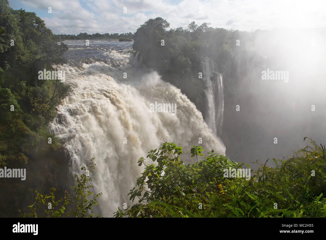 Des Teufels Katarakt bei Victoria Falls (Mosi-oa-Tunya) an der Grenze zwischen Simbabwe und Sambia. Stockbild
