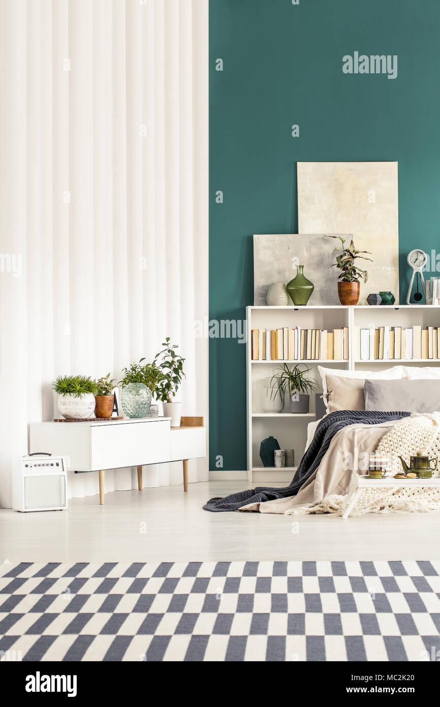 Gemusterten Teppich In Weiss Und Grun Schlafzimmer Einrichtung Mit