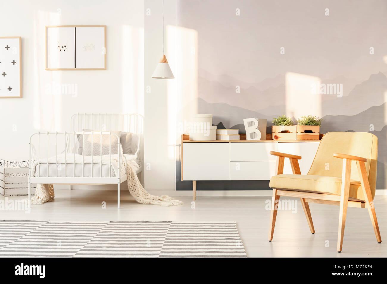 7d83ec24973474 Helles Schlafzimmer Innenraum für Kinder mit Berg Tapeten, weiß ...