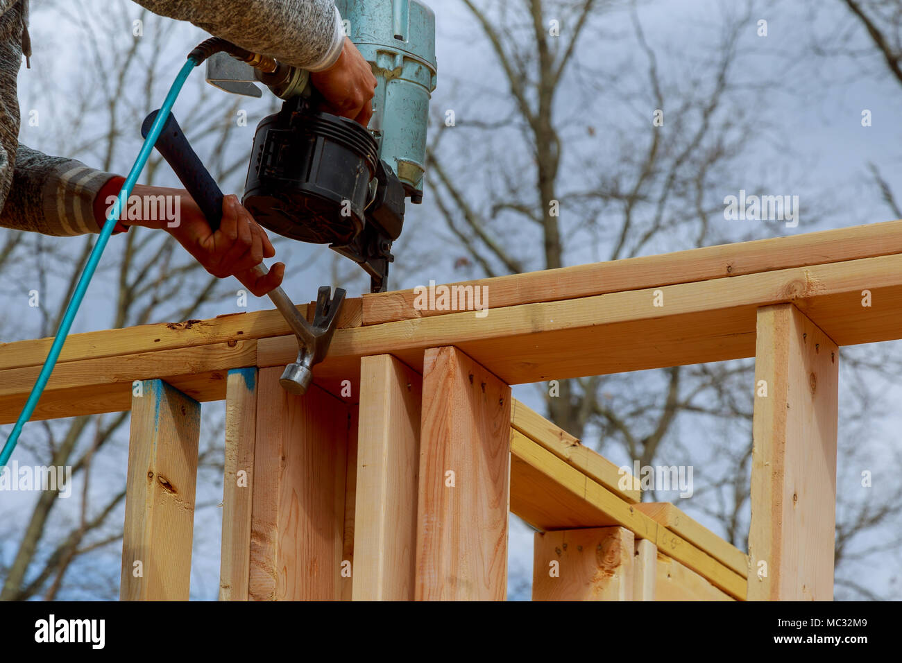 Carpenter Nail Gun Construction Site Stockfotos & Carpenter Nail Gun ...