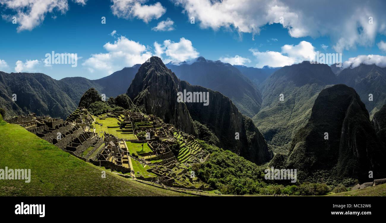 Machu Picchu Peru - Panoramablick auf einem Berg. Stockbild