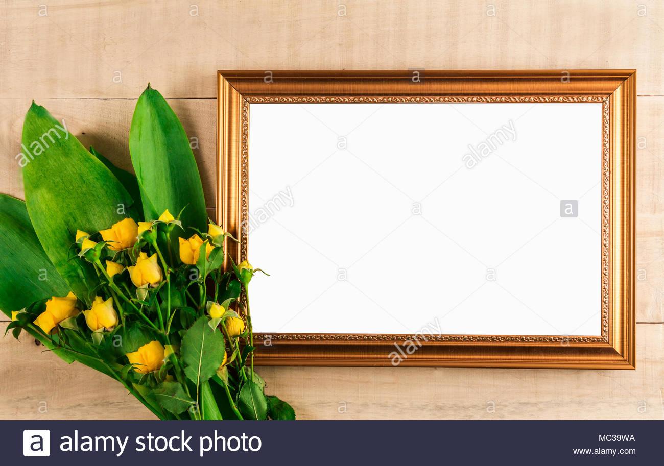 Rahmen für Foto mit leeren weißen Ort für Fotografie und Strauß ...