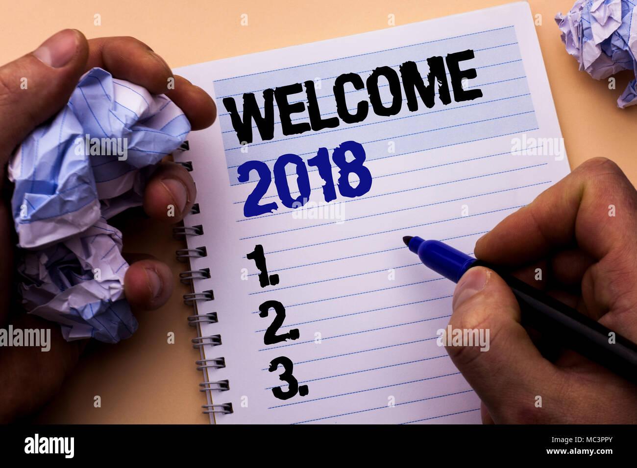 Handschrift text Willkommen 2018. Begriff Sinne Feier neue Feiern Wünsche für die Zukunft erfreuliche möchte Mann Notebook Buch geschrieben, um die Marker Stockbild