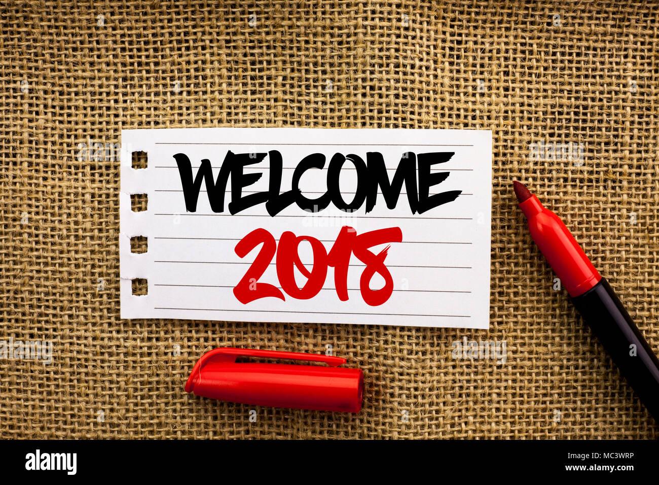 Wort schreiben Text Willkommen 2018. Business Konzept für Feier neue Feiern Wünsche für die Zukunft erfreuliche Wünschen Notebook Papier geschrieben die Jute backgroun Stockbild