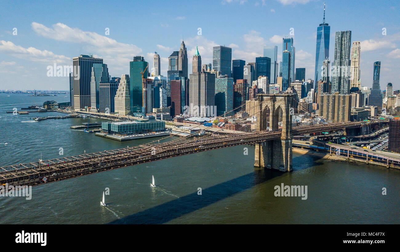 Die Brooklyn Bridge und die Skyline von Manhattan, New York City, USA Stockbild