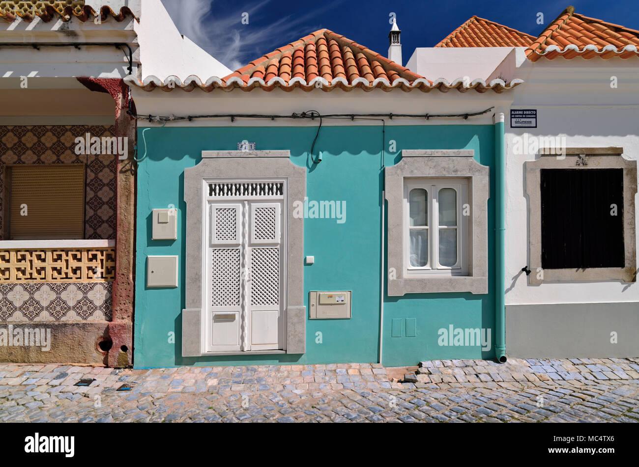 Reizende, kleine Häuser mit traditioneller Architektur Stockbild