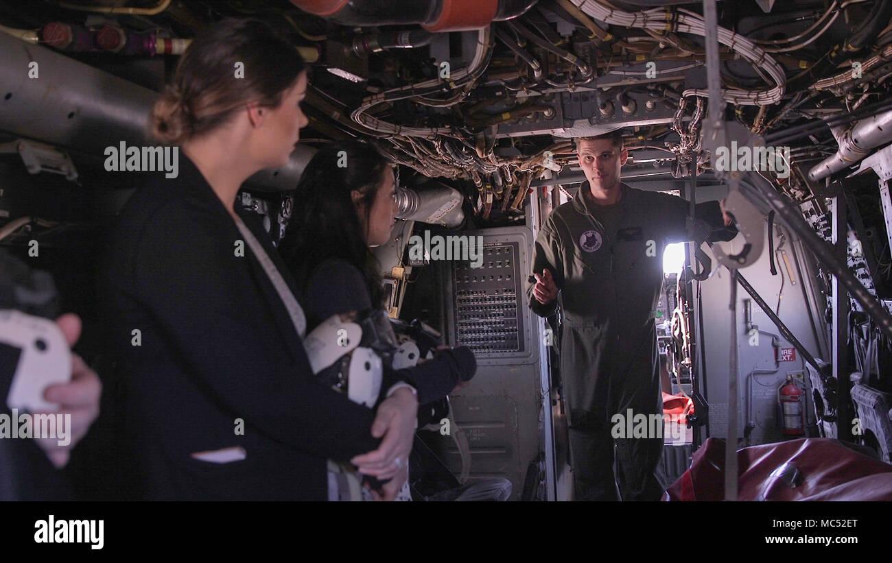 Kapitän Ryan Harper, ein Marine mit Marine Medium Tilt-Rotor ...