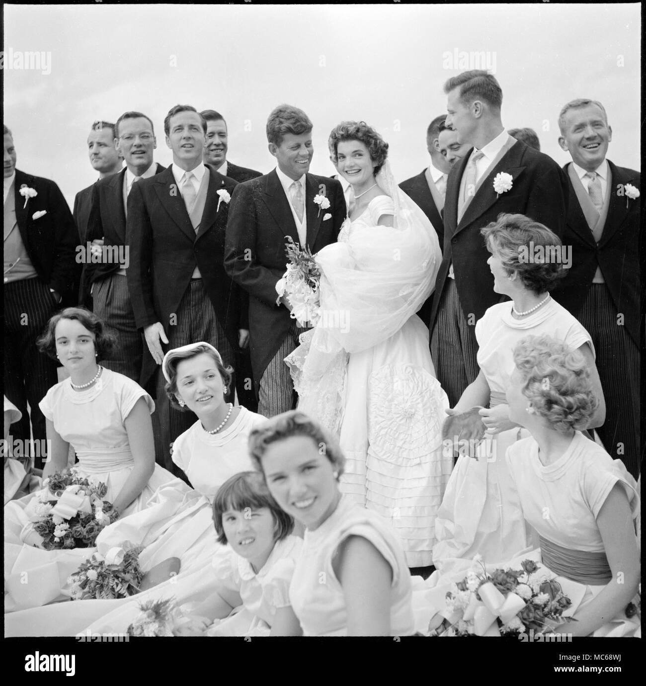 Jackie Bouvier Kennedy und John F. Kennedy, in Hochzeit Kleidung ...