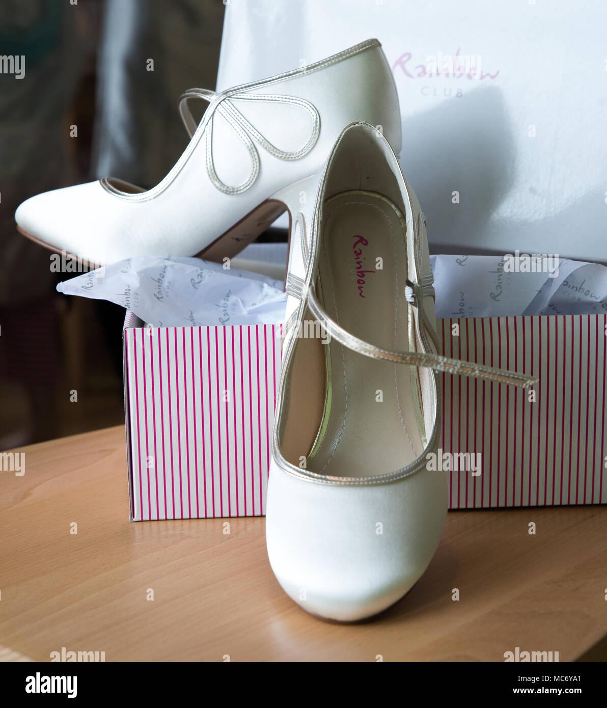 premium selection ae29f e3c3c Zwei, white bar Band Stil, Hochzeit Schuhe von 'Rainbow ...