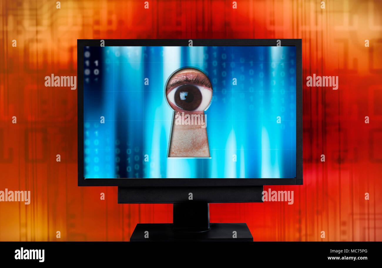 Auge Spionage aus Monitor Schlüsselloch, Sicherheit im Internet und Datenschutz Verletzung Konzept Stockbild