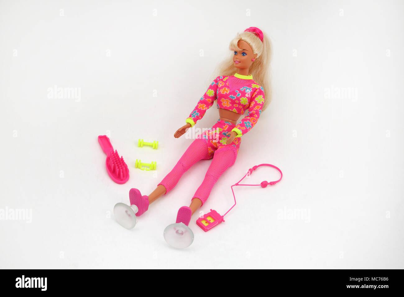 1996 Worki'n Out Barbie mit Walkman, stummen Glocken und Bürste Stockbild