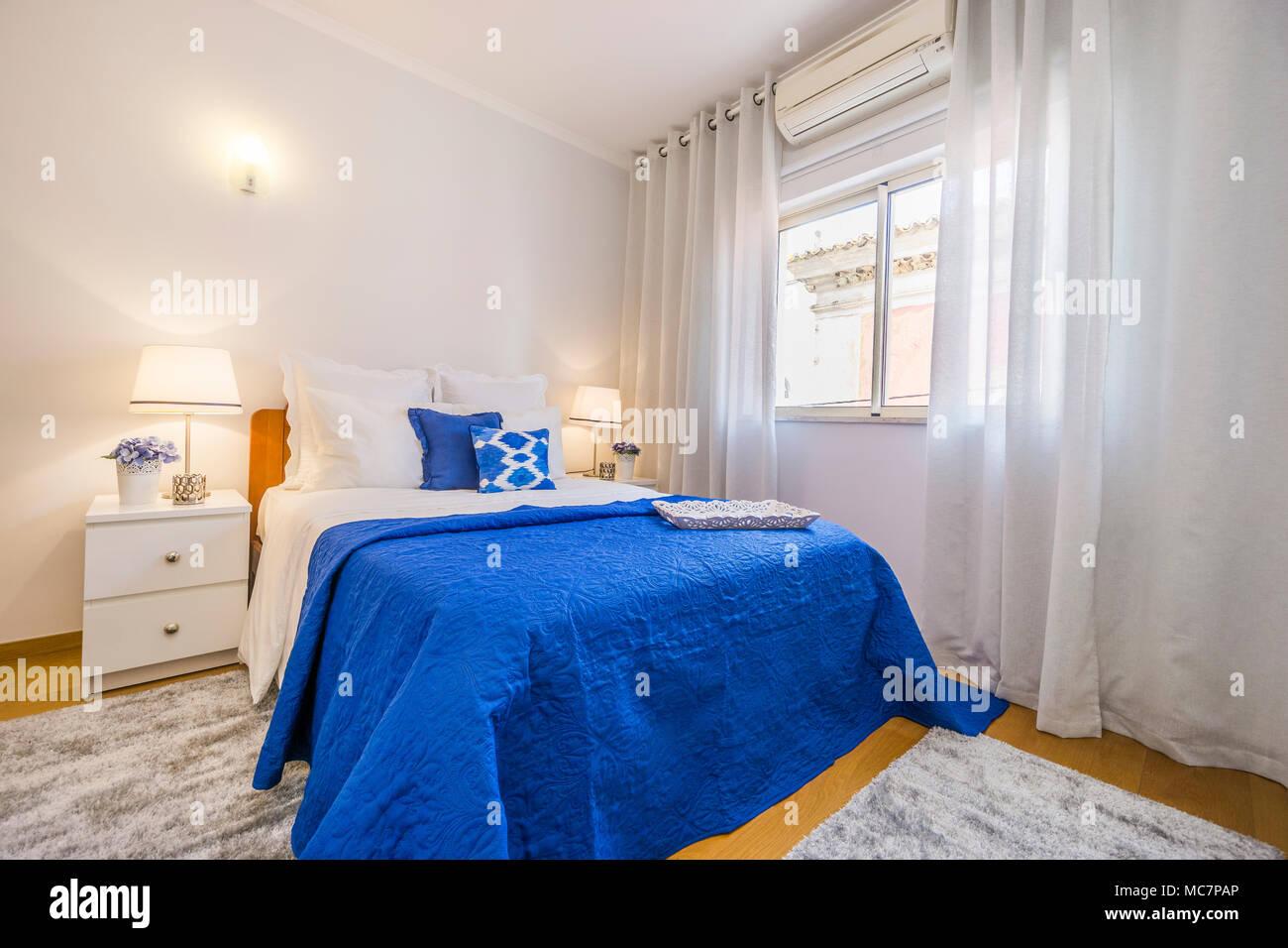 Regale An Der Wand Im Schlafzimmer Stockfotos & Regale An ...