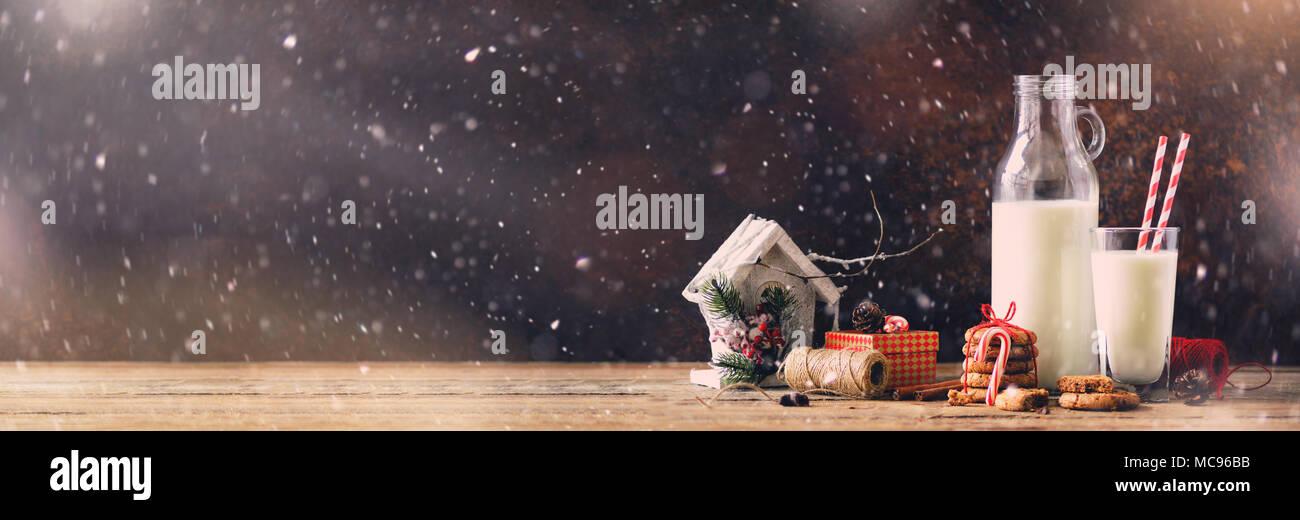 Weihnachten dunklen Hintergrund mit Schnee und Bokeh, kopieren ...