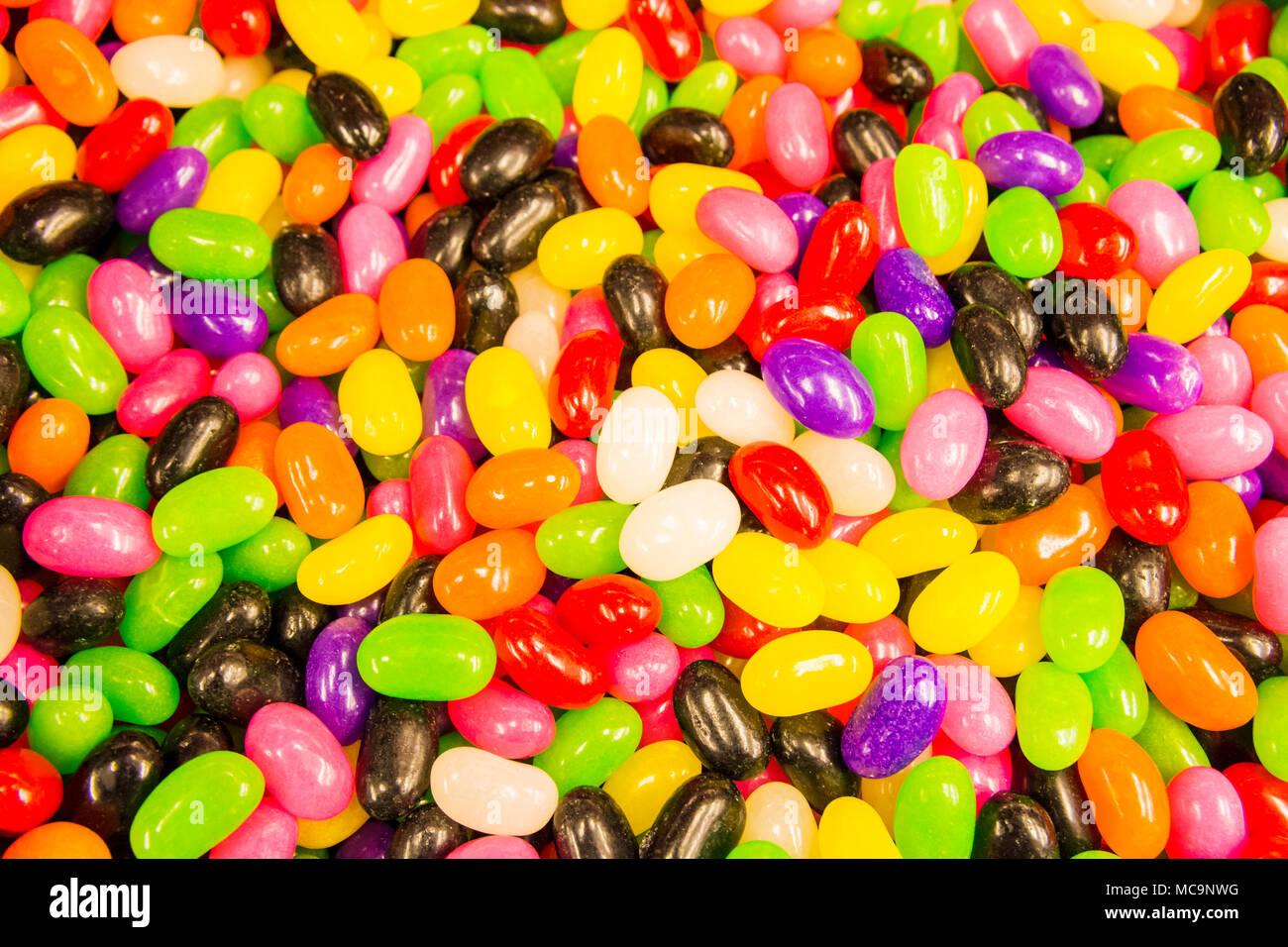 Nahaufnahme von leckeren, süßen, weichen und harten Süßigkeit für ...