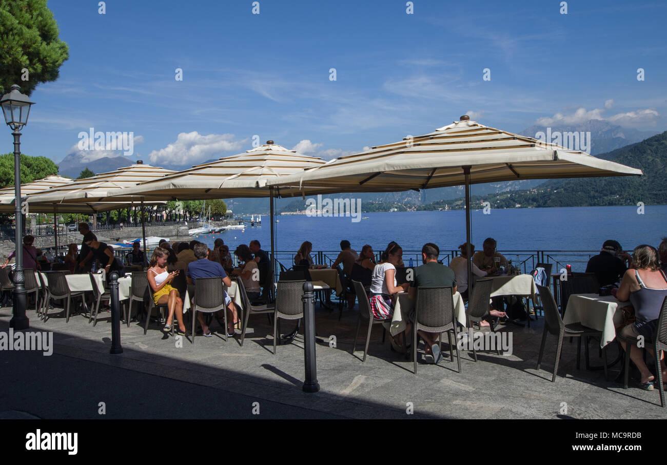 Couchtische Am See Mit Sonnenschirmen Customers Como See Zu