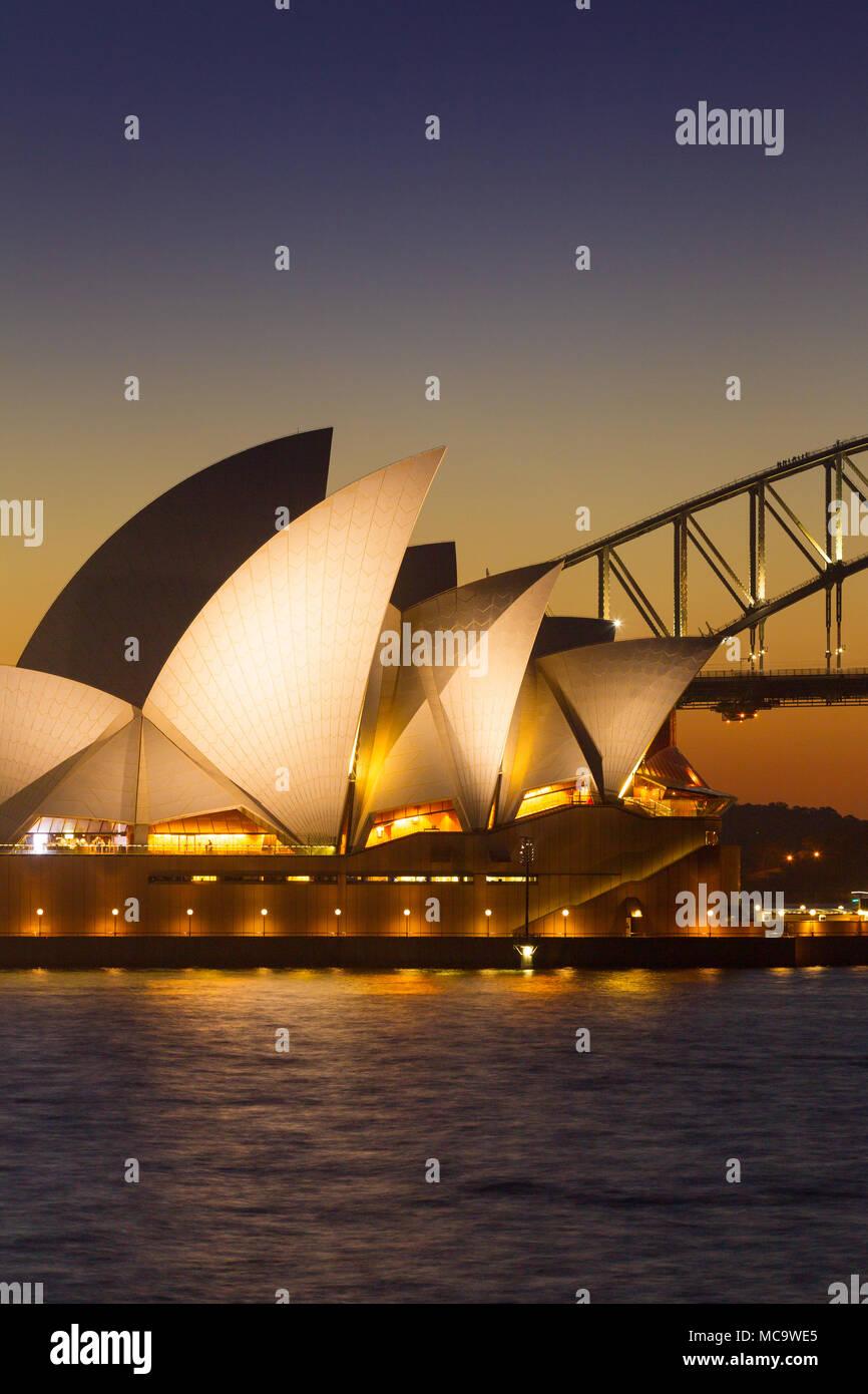 Sydney Opera House und der Sydney Harbour Bridge in Australien, mit Kopie Raum für redaktionelle Layout. Stockbild