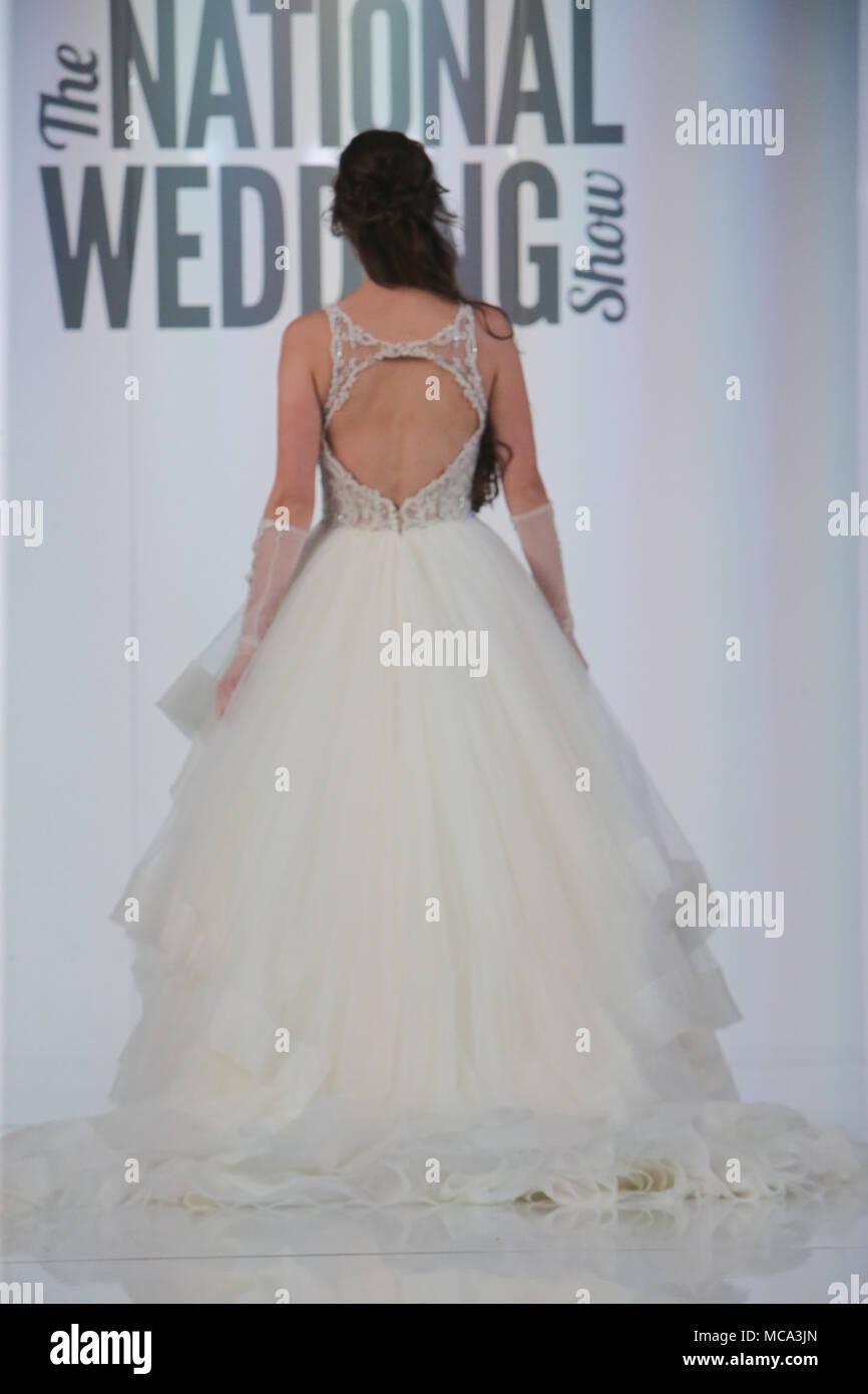 Ziemlich Hochzeit Outfits Für Die Reife Braut Bilder - Brautkleider ...