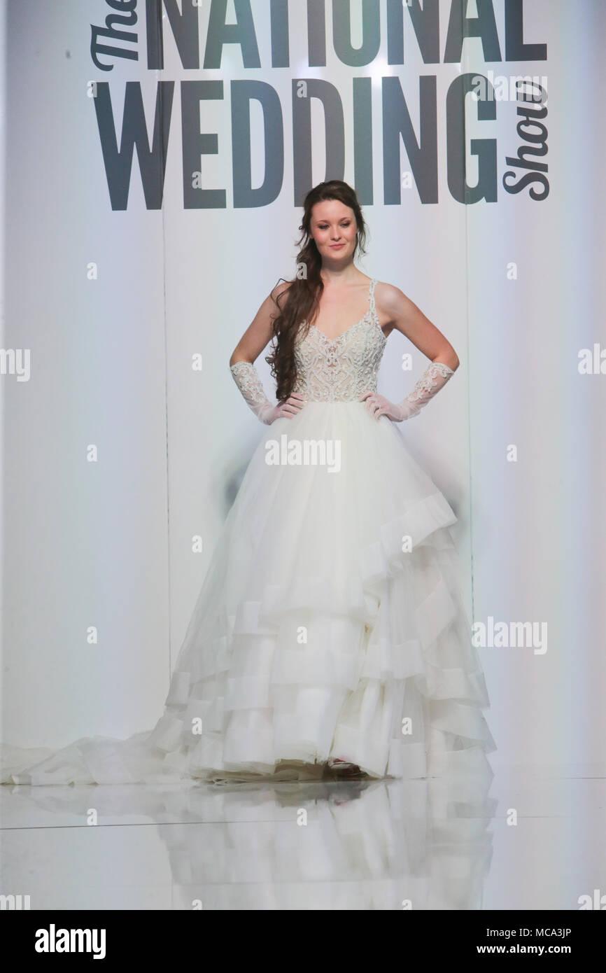 Niedlich Hochzeitskleid Mutter Bilder - Brautkleider Ideen ...